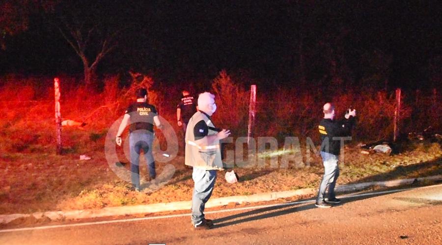 Imagem: Pericia e Policia Civil no locac do acidente Acidente na Rodovia do Peixe mata jovem de 25 anos e menor de 16