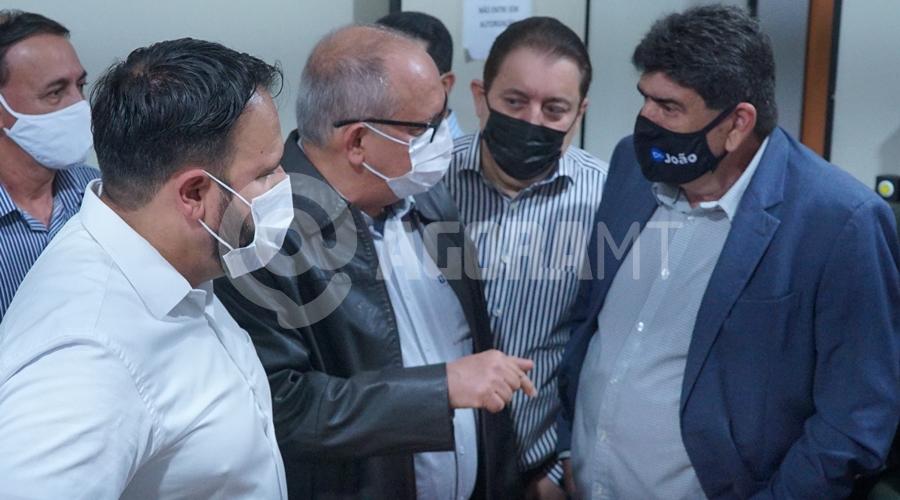 Imagem: Prefeito Jose Carlos juntos com deputados Corujão das vacinas é inaugurado e visa atender diariamente