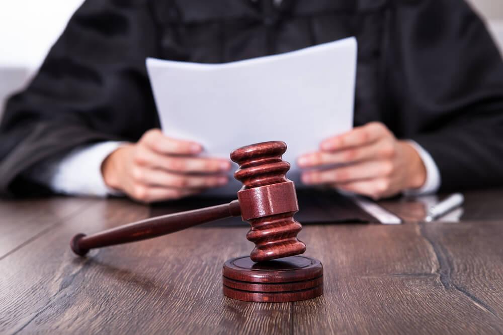 Imagem: Qual o caminho para se tornar um juiz Como um juiz decide | Entendendo Direito