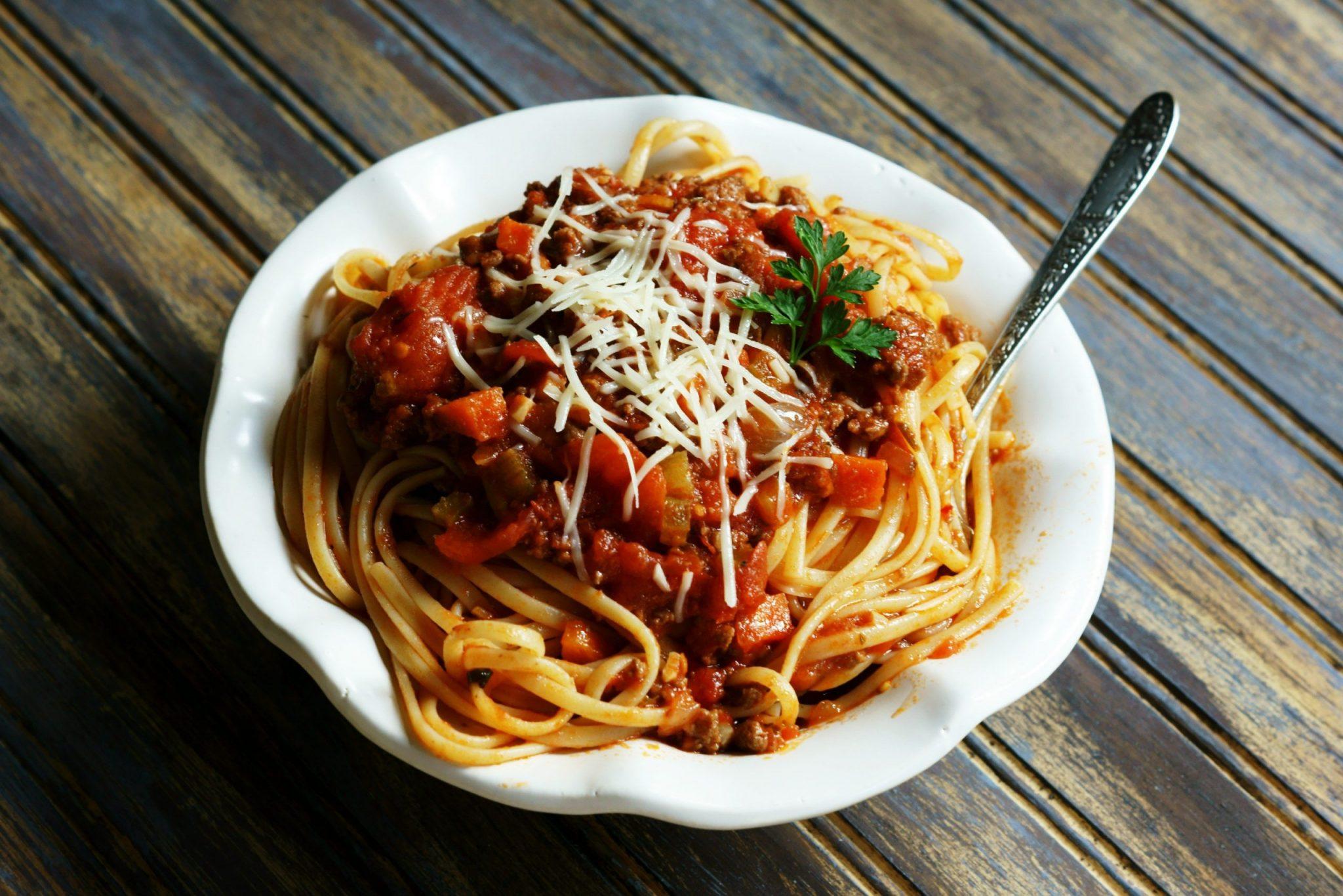 Imagem: Receita de esparguete a bolonhesa para almoco rapido e simples Aprenda a fazer esparguete à bolonhesa para almoço rápido e simples