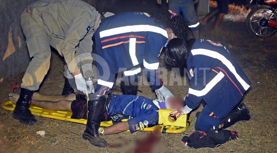Imagem: Samu socorrendo vitima de acidente no Distrito Industrial Adolescente morre em hospital 7 dias após bater moto em muro