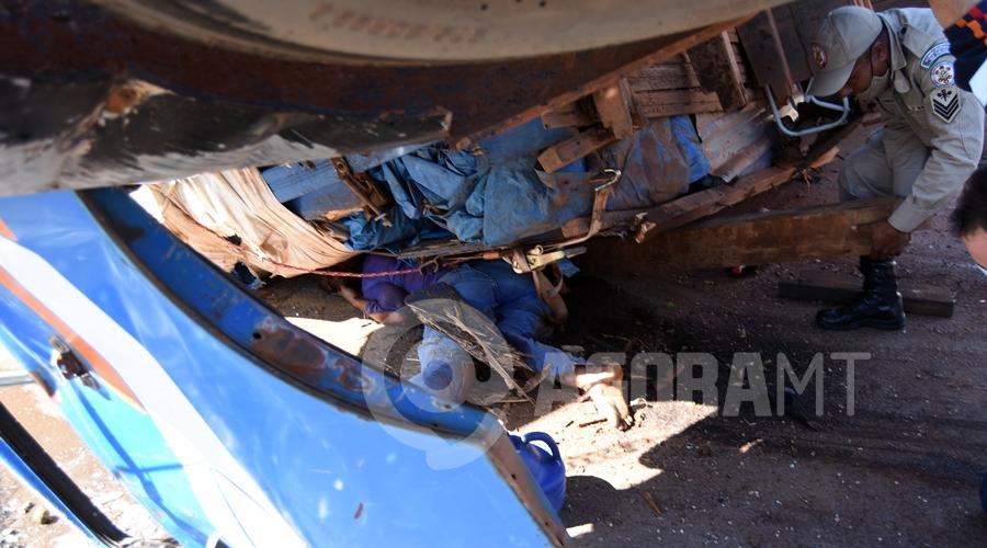 Imagem: Vitima presa embaixo do caminhao Mulher que ficou presa embaixo de caminhão não resiste e morre no hospital