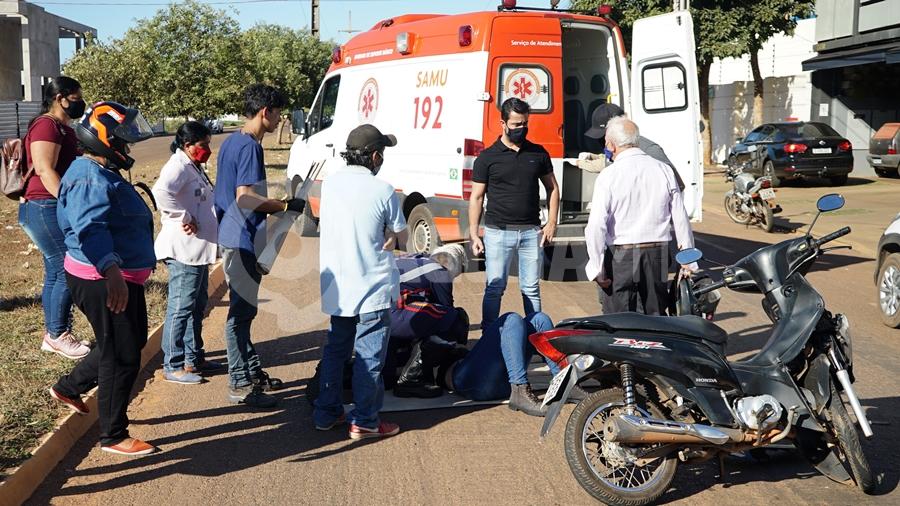 Imagem: Vitima recebendo atendimento do samu Dois acidentes com vítimas são registrados em menos de meia hora