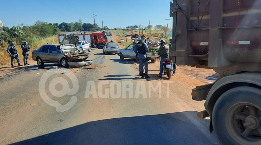 Imagem: a0a48c75 8fa1 41df ad98 900ae3aee061 URGENTE | Mulher morre após carro bater em carreta no anel viário