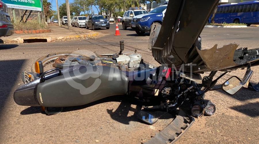 Imagem: acidente tga.jpeg4 Motociclista perde pedaços da perna e criança fica ferida