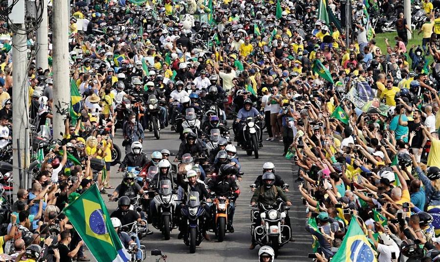 Imagem: apoiadores do bolsonaro Apoiadores de Bolsonaro realizam motocarreata no dia 1° de agosto em Rondonópolis