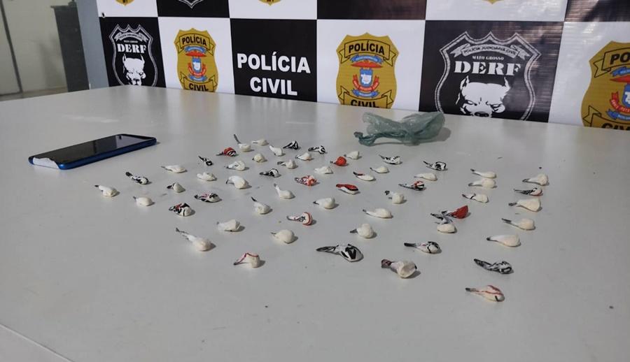 Imagem: apreensao Derf Derf prende quatro por tráfico e apreende 58 porções de cocaína