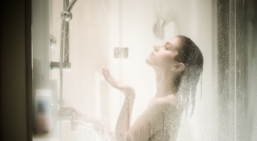 Imagem: banho quente Banho com a água muito quente traz malefícios para a pele