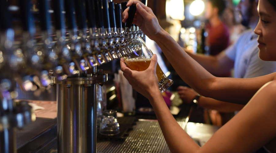 Imagem: bares Comércio comemora redução de restrições e faz alerta sobre fiscalização