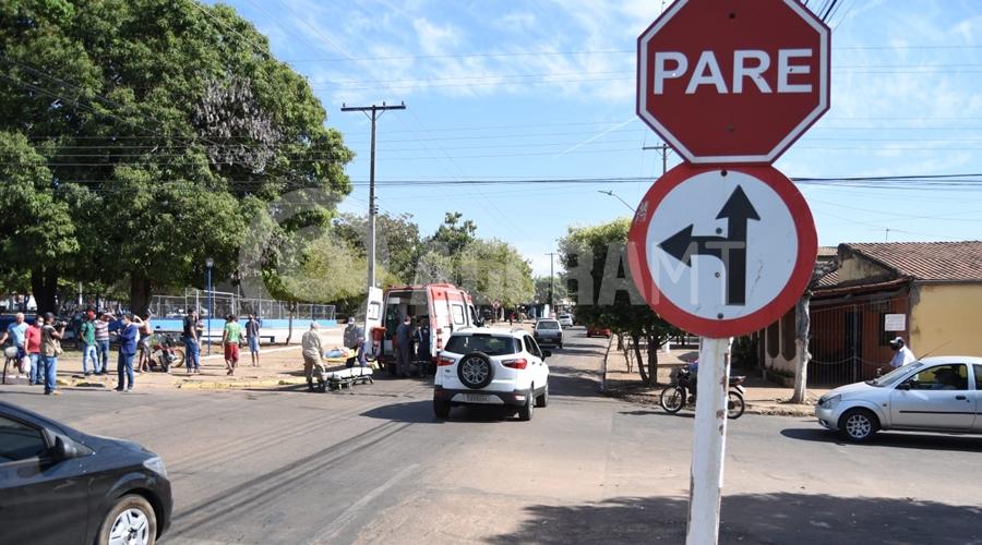 Imagem: cruzamento 1 Motociclista fica ferida após colisão em cruzamento