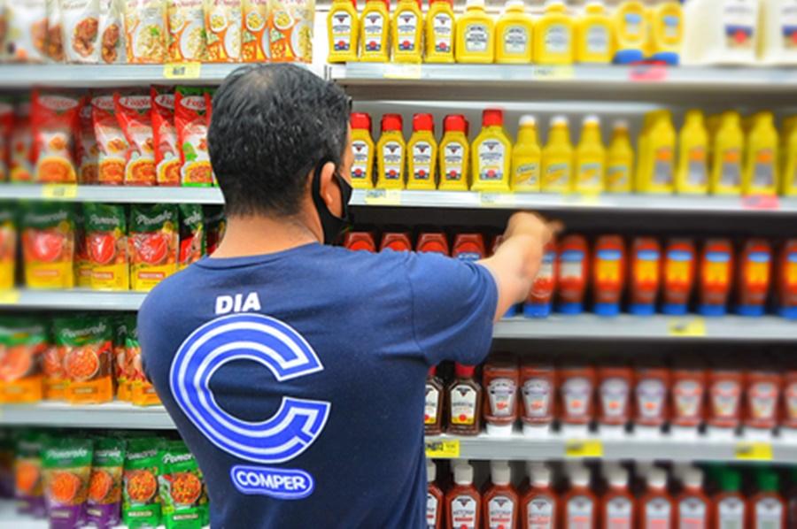 Imagem: funcionario de mercado Prefeitura de Várzea Grande e parceiros lançam projeto Emprego Solidário