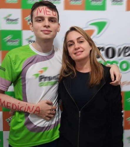 Imagem: joao mae Jovem autista assistido pelo CAPS vai fazer medicina na UFR