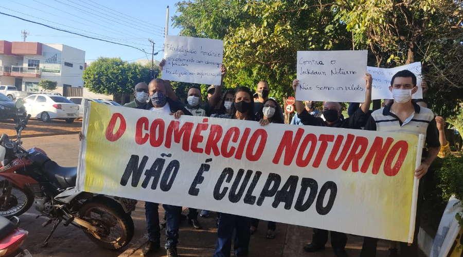 Imagem: manifesto sindebares Prefeito vai discutir restrições com representantes do setor de bares e restaurantes