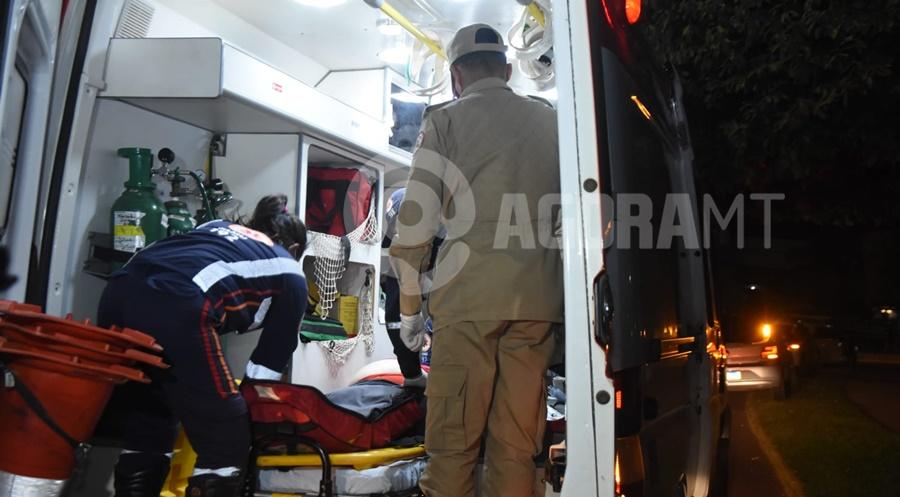 Imagem: mulher recebendo massagem cardiaca Mulher passa mal em supermercado e morre a caminho do Hospital