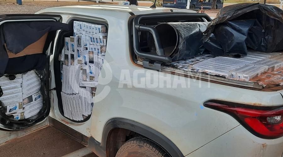 Imagem: prf2 Carro recheado de cigarros e com registro de furto é apreendido