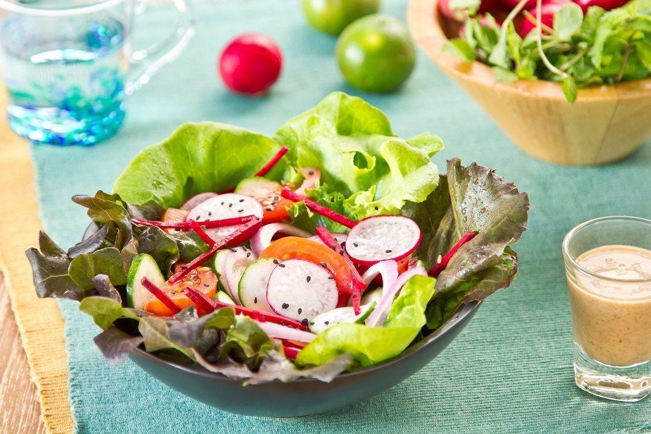 Imagem: salada de rabanete 3 receitas de saladas agridoces fáceis de fazer; confira