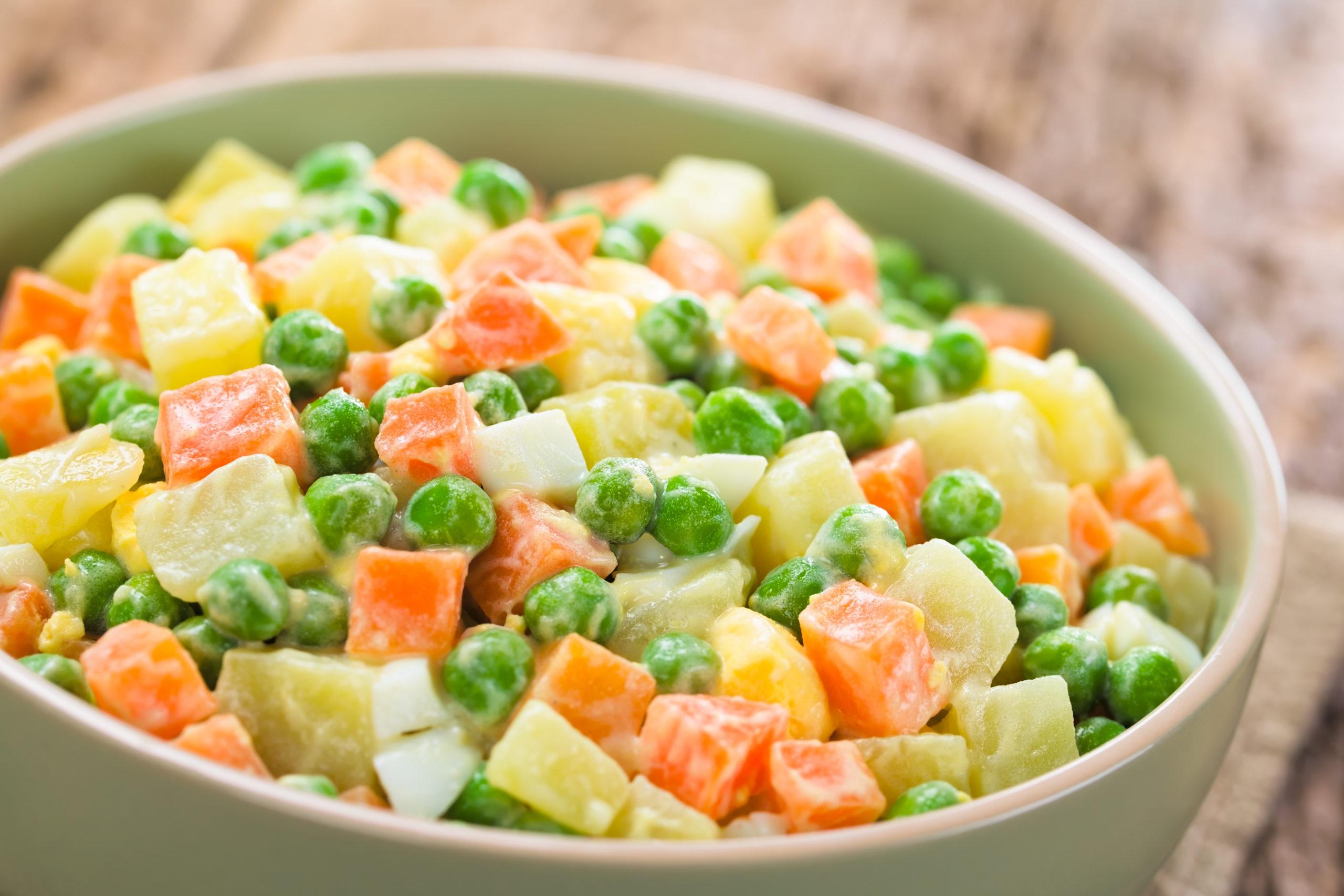 Imagem: salada russa 1 scaled 3 receitas de saladas agridoces fáceis de fazer; confira
