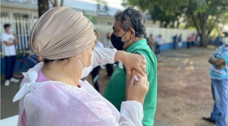 Imagem: vacina jaciara Vacinação já alcançou quase 70% dos moradores adultos em Jaciara