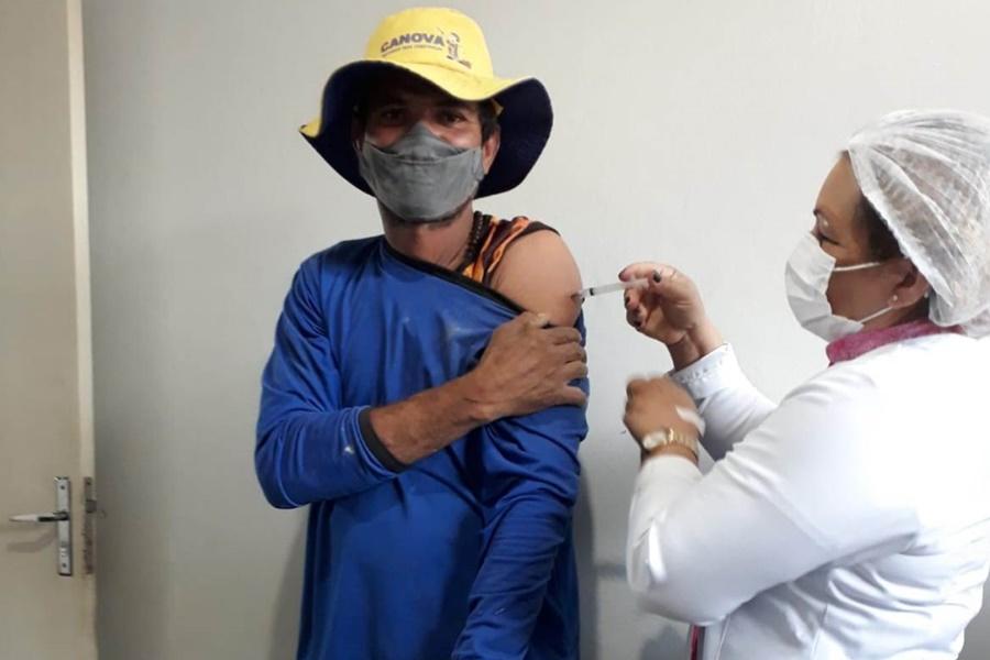 Imagem: vacinacao em juscimeira Juscimeira amplia vacinação contra Covid para pessoas com 30 anos