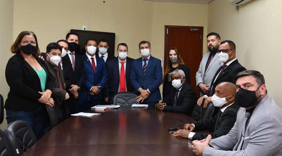Imagem: vereadors grupo14 Presidente se recusa a votar requerimento e vereadores abandonam a sessão