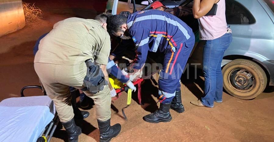 Imagem: vitima motociclista Motociclista perde controle da moto em estrada rural e fica ferido