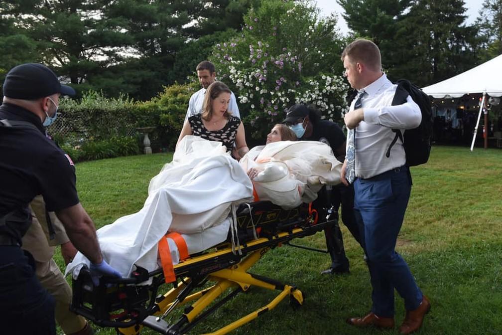 noiva-torce-o-joelho-na-1a-danca-de-casamento-e-vai-para-o-hospital