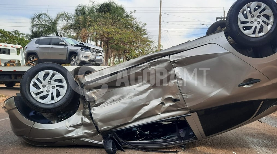 Imagem: 60e97c67 24ec 4714 8e0b ed837baa941d Carro capota após colisão e irmãos ficam feridos no Jardim Guanabara