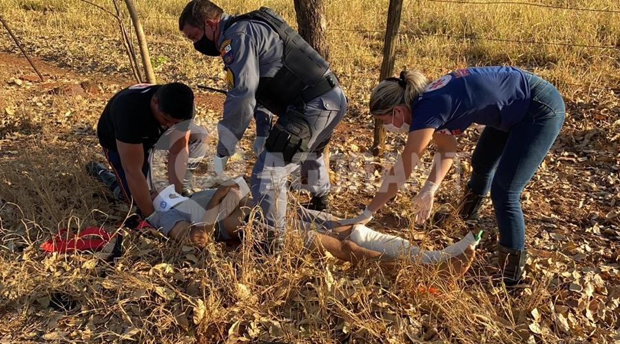 Imagem: 803a8ba2 eda8 48bc 8a73 9313d26a95de Jovem fura bloqueio policial e cai com motocicleta