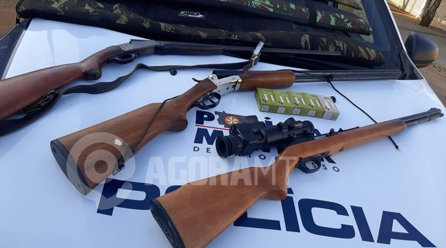 Imagem: Armas apreendidas pela PM PM prende suspeito que atirou contra animal doméstico e apreende armas