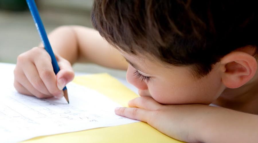 Imagem: aprendizado escrita Covid deixou órfãs ao menos 12 mil crianças, mostra levantamento