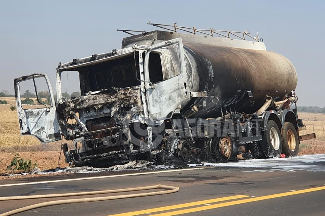 Imagem: caminhao tanque incendio 1 Caminhão-tanque pega fogo na MT-358 e motorista sai ileso
