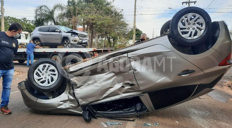 Imagem: defd3d3a 3e4c 433c a6d1 be14df7869a9 Carro capota após colisão e irmãos ficam feridos no Jardim Guanabara