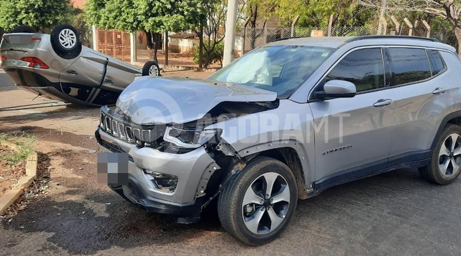 Imagem: e99e4be3 8d89 4725 b8c6 581d4b985b24 Carro capota após colisão e irmãos ficam feridos no Jardim Guanabara