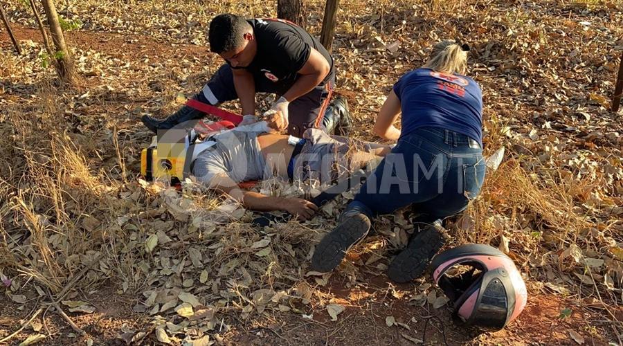 Imagem: tangara Jovem fura bloqueio policial e cai com motocicleta