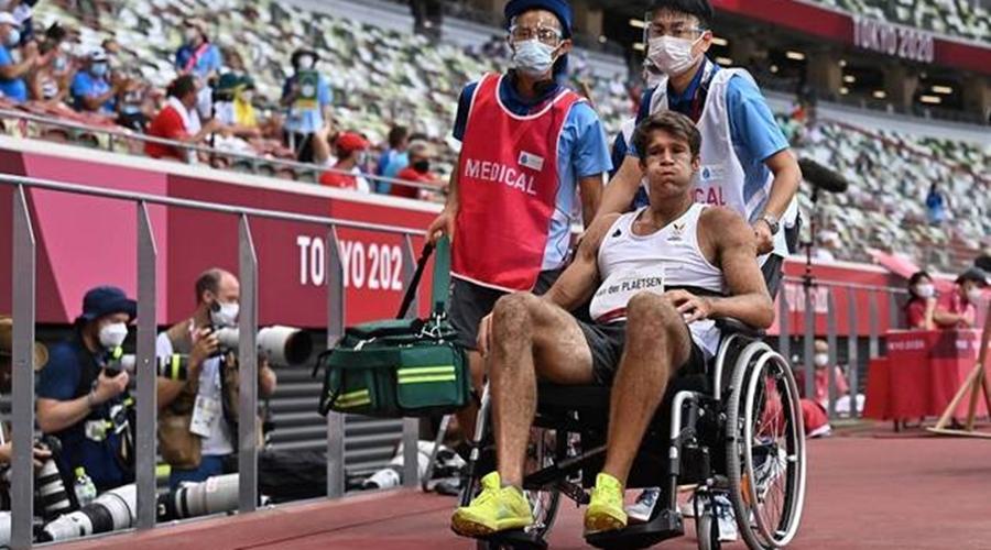 Imagem: thomas van der plaetsen belgica atletismo toquio2020 04082021051731897 Tóquio   Atleta belga cai no decatlo e sai de cadeira de rodas da prova