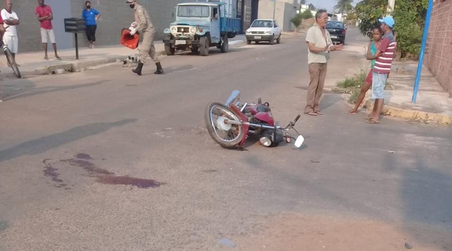 Imagem: 4190b283 da03 4e1c a06b bf9352af5a0d Motociclista e garupa ficam feridos após colisão em cruzamento