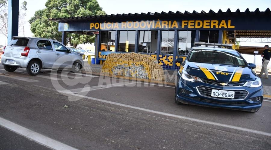 Imagem: A droga estava dentro do carro Etios Tráfico fica no prejuízo após apreensão de mais de meia tonelada de droga em Rondonópolis