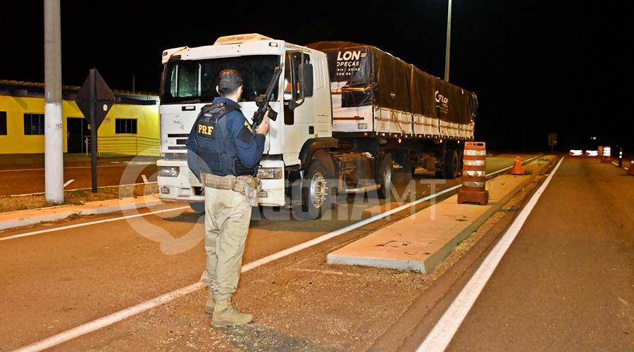 Imagem: Carreta onde foi apreendida a droga PRF apreende 390 quilos de pasta base de cocaína em pneus de carreta
