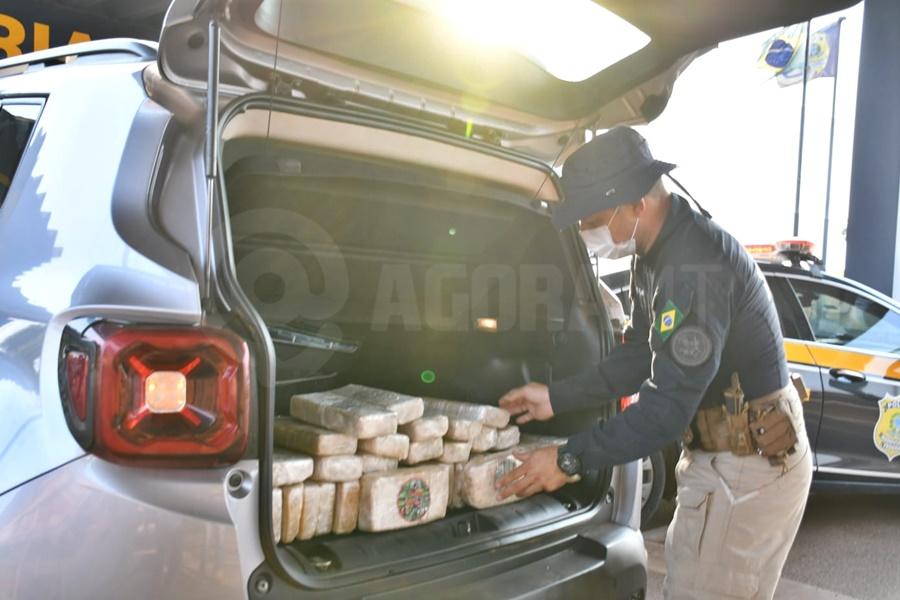 Imagem: DROGA PF Jovem de 27 anos é preso pela PRF transportando droga em carro alugado
