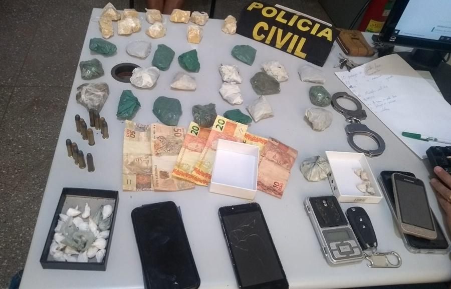 Imagem: Droga dinheiro e municoes apreendidas Investigadores tiram drogas de circulação e prende em flagrante indivíduo no bairro Tancredo Neves