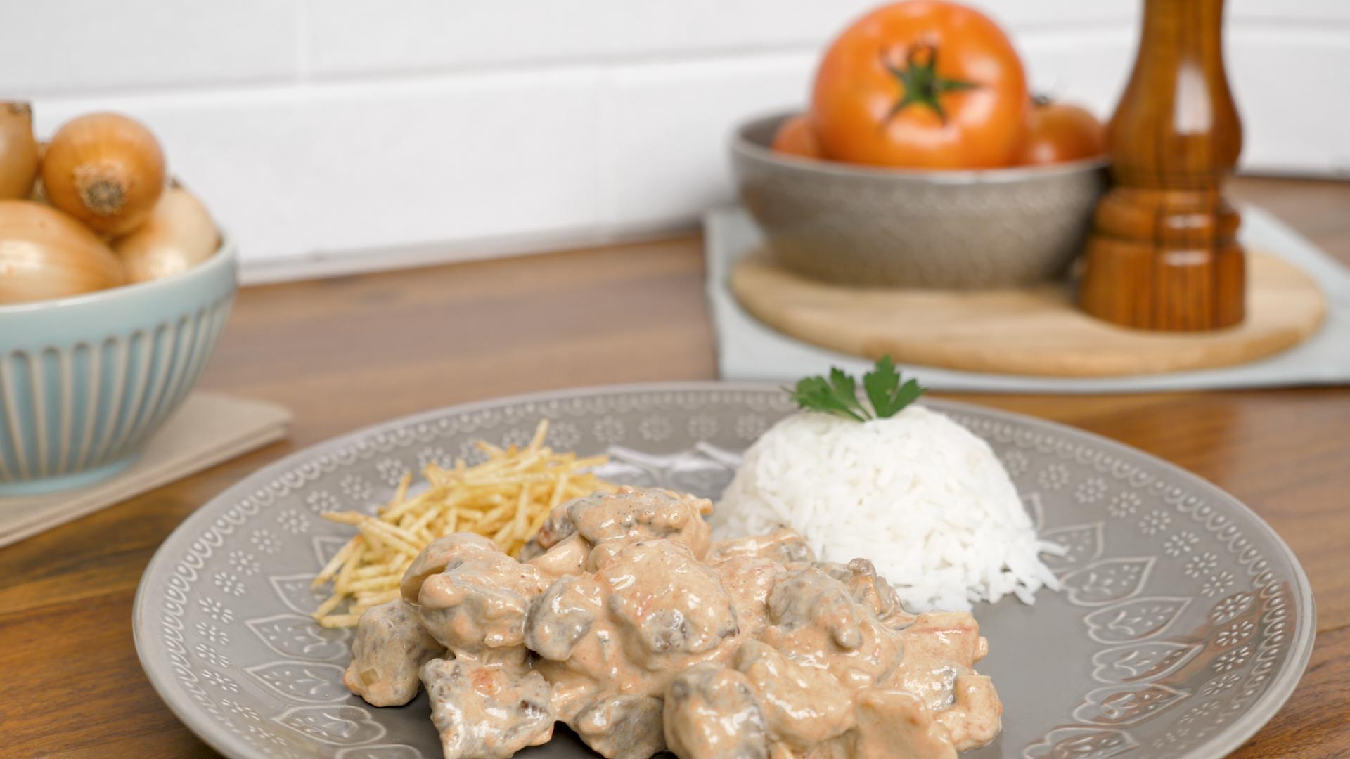 Imagem: Estrogonofe na pressao Aprenda a fazer 3 receitas práticas para um almoço rápido