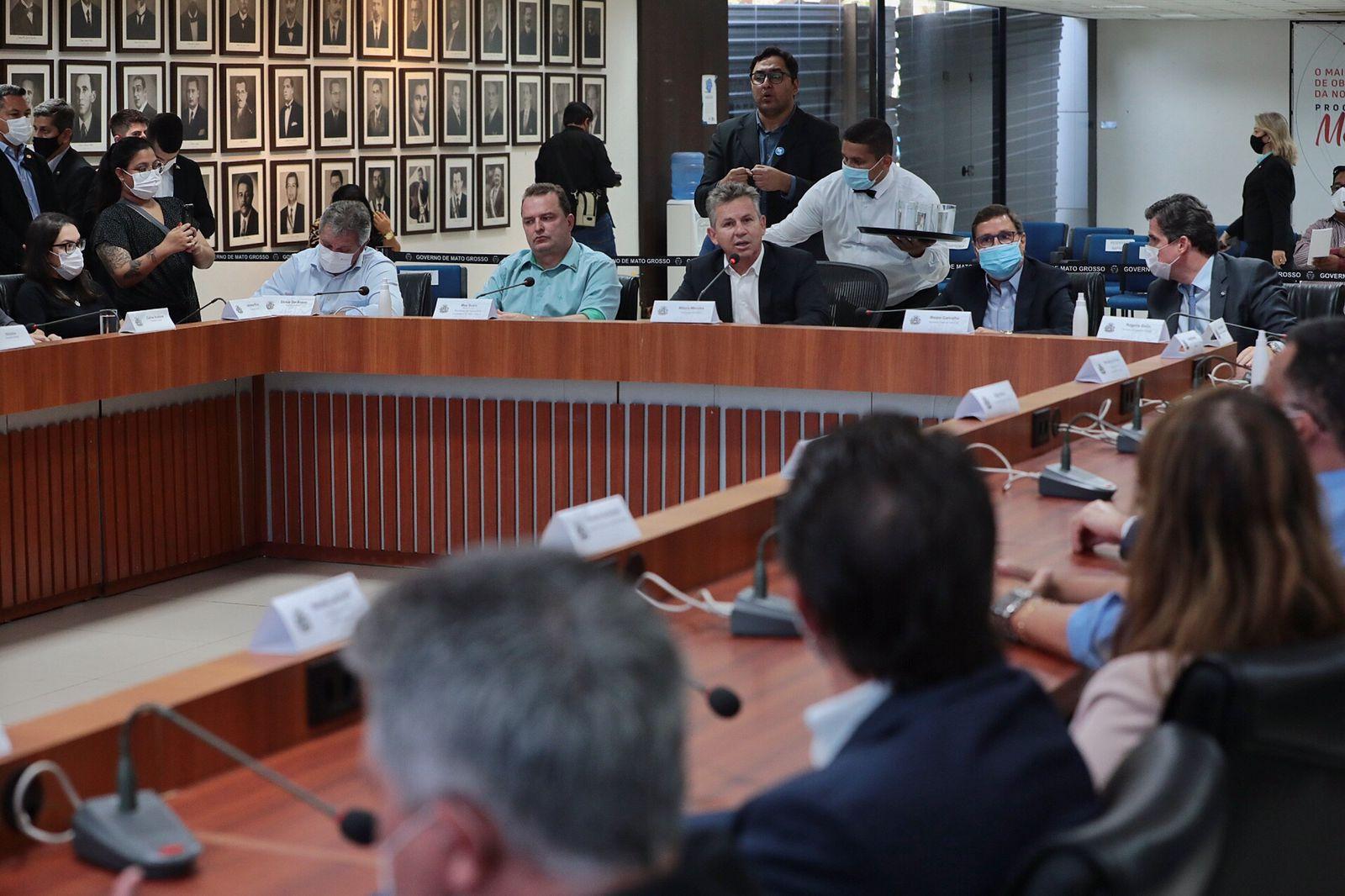 Imagem: Governador de MT anuncia o maior pacote de reducao de impostos do Brasil para beneficiar o cidadao Mendes anuncia redução em impostos da energia, gasolina e outros; veja