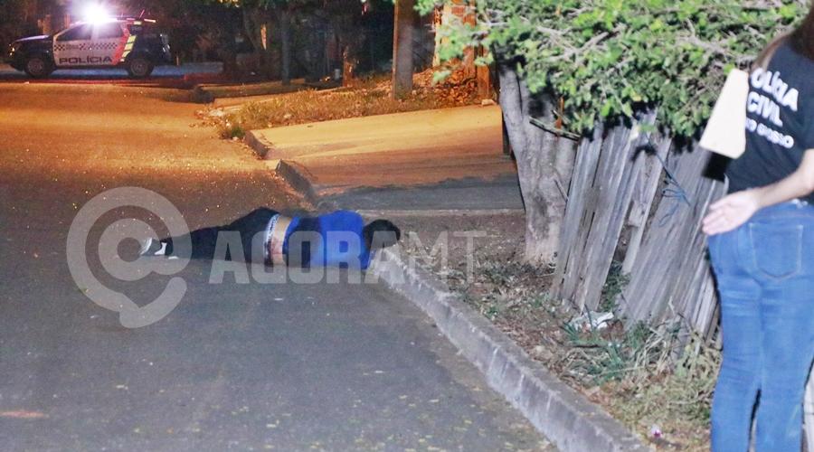 Imagem: Homem morto a golpes de faca no Jardim Itapua Jovem é assassinado com 7 facadas no abdômen em Rondonópolis