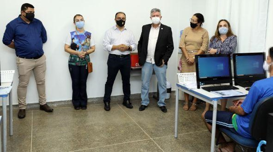 Imagem: Jovens do Centro Socioeducativo de Cuiaba recebem capacitacao profissional de informatica Jovens do Centro Socioeducativo recebem capacitação profissional de informática