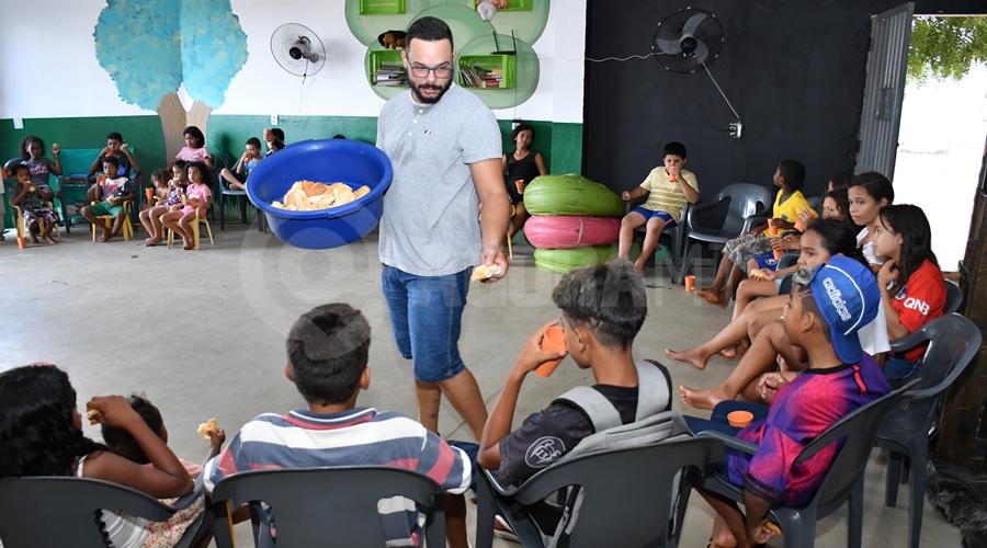 Imagem: Lanche no projeto Jardim de Deus Projeto 'Jardim de Deus' atende crianças carentes e se mantém através de doações