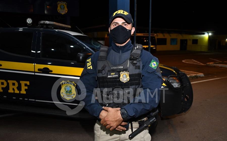 Imagem: PRF Pedro Renato PRF aperta fiscalização e apreende mais de 30 quilos de droga e inseticida falsificado