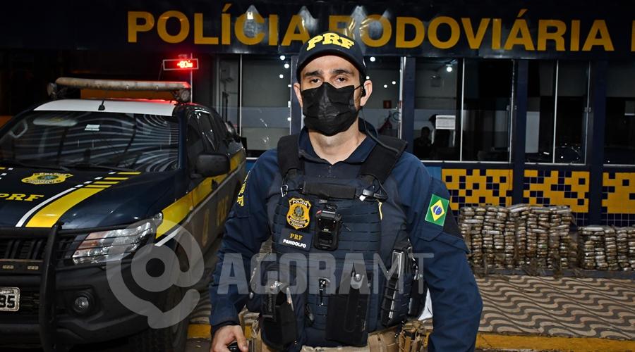 Imagem: Pandolfo policial rodoviario federal PRF apreende 390 quilos de pasta base de cocaína em pneus de carreta