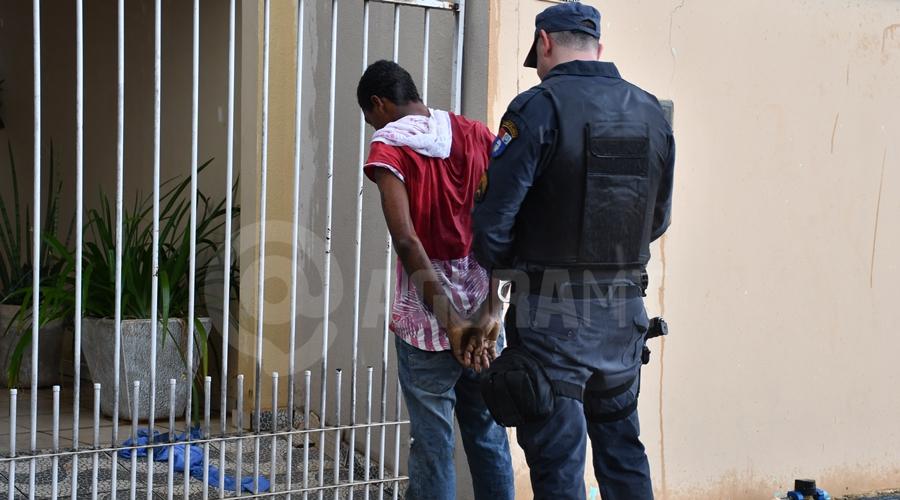 Imagem: Suspeito detido por roubo a residencia no Jr Gramdao Indivíduo é pego em flagrante tentando furtar e é espancado, amarrado e preso