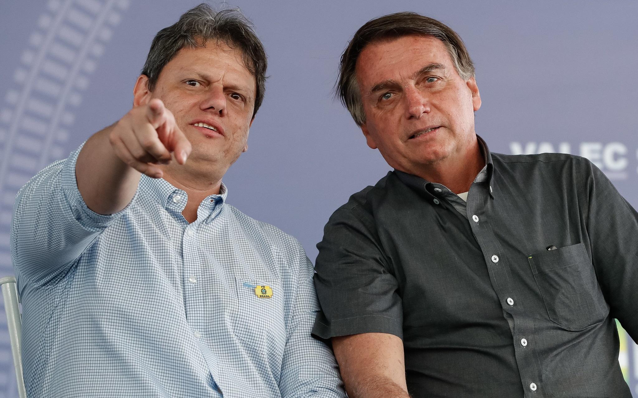 """Imagem: Tarcisio e Bolsonarto Tarcísio diz que fará o melhor para Bolsonaro: """"'tô' de coração aberto"""""""