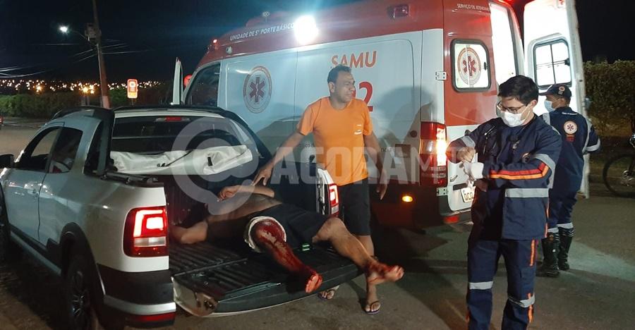 Imagem: Vitima foi levada ate sede do Samu Homem é esfaqueado dentro de casa após ser surpreendido por bandidos